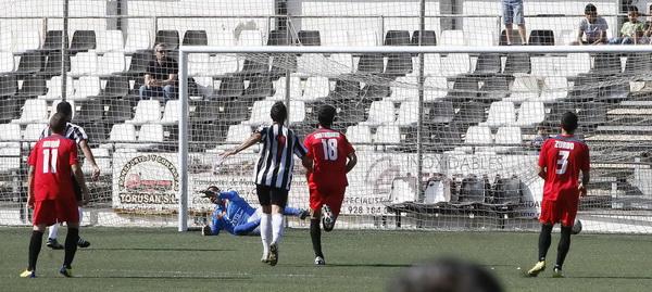 Nuevamente Yeray Ortega anotó en la meta defendida por Miguel; en esta ocasión de penalty